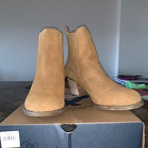 AE tan booties